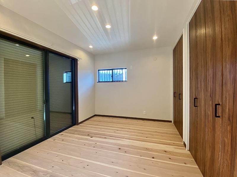 トヨヤマテラスE棟 1階6帖洋室